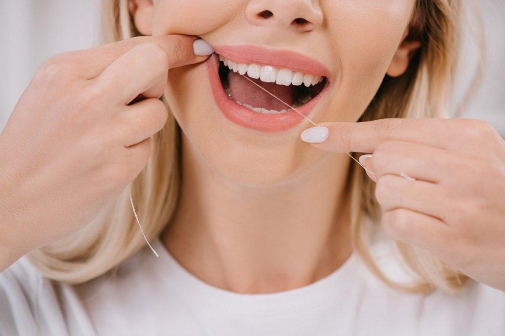 Importanța folosirii aței dentare în igiena orală